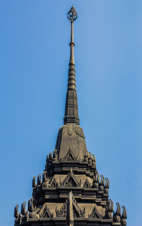 Loha Prasat または Ratchanaddaram 寺、プランコーン地区、バンコク、タイに金属の城