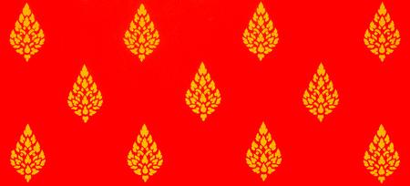 タイの寺で赤背景にタイ風絵画
