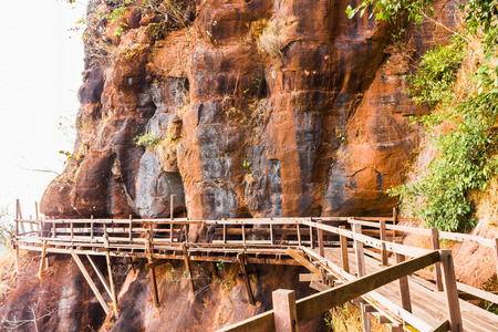 ブンカーン県、タイで 7 階建ての山のラウンド木製プー tok 山またはワット Jetiyakiree ヴィハーン寺木造歩道登山道 写真素材