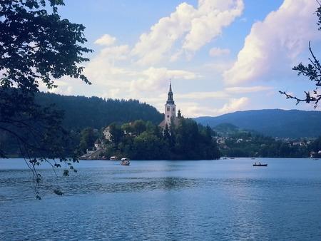 教会ブレッド湖, スロベニア - 2014 年 7 月 3 日に表示
