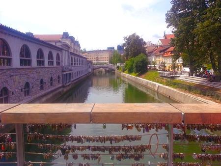 リュブヤナ スロベニアで川に肉屋の橋からの眺め
