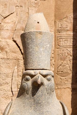Portrait of Egyptian god Horus, Edfu in Egypt Banque d'images
