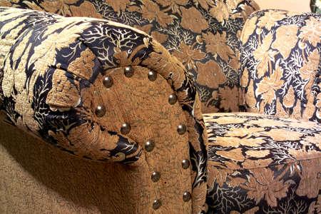 daily room: dettaglio colpo di tessuto divano nel salotto