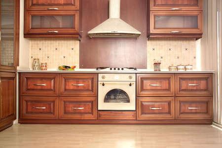 armoire cuisine: Cuisine moderne avec des tiroirs de cerise et de comptoirs en granit