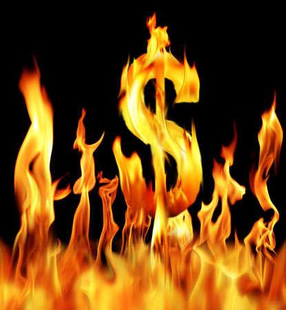 signo pesos: signo de d�lar shapped llama de fuego sobre fondo negro