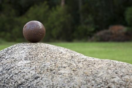 An iron sphere on a granite rock Standard-Bild
