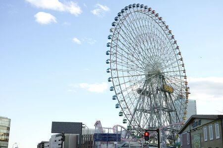Yokohama, Japan - 02 1 2019: The Cosmo Clock 21 ferris wheel in Minatomirai Archivio Fotografico - 132422611