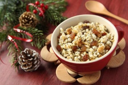Pot con kutia - tradicional comida de Navidad dulce en Ucrania, Bielorrusia y Polonia Foto de archivo - 17215556