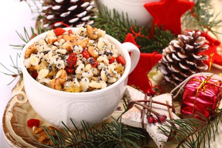 ウクライナ、ベラルーシ、ポーランドの伝統的なクリスマスの甘い食事