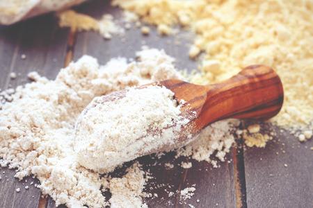 potato: Gluten free bột đậu xanh vào muỗng gỗ Kho ảnh