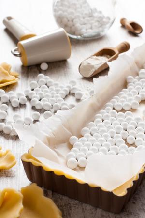 Ingredientes para la masa inferior de quiche, tarta. Foto de archivo