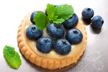 recipe decorated: Tartlet filled with lime curd and blueberries