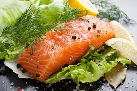 lettuce: Delicious salmon fillet, rich in omega 3 oil