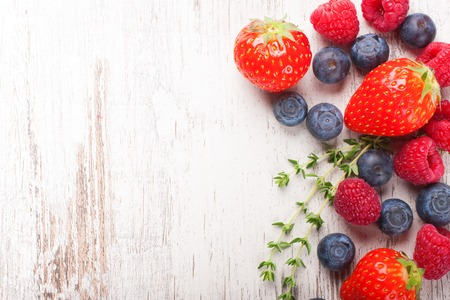 tomillo: Berries mix with thyme