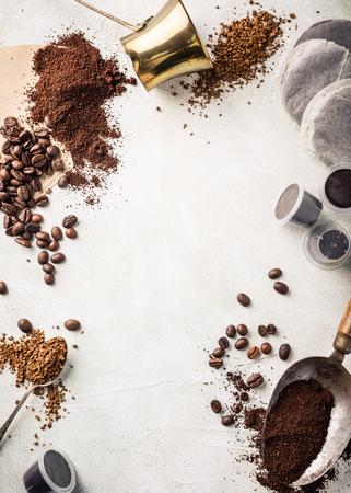 各種コーヒー、コーヒー豆、地面、インスタント、背景パッドとカプセルは、レトロなスタイルのトーン、スペース、トップ ビューにコピーします