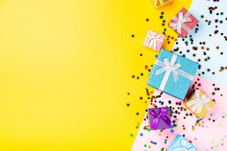 Festive background with colorful gift presents Foto de archivo - 134471879