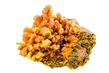 gemology: Un ricco campione di giallo orpimento minerale isolato su bianco
