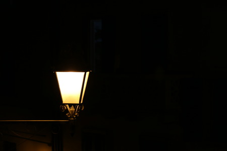 obscurity: lamppost lit night