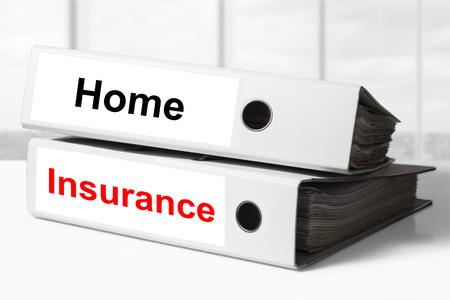accident rate: pila de dos carpetas de la oficina blanca de seguros de hogar Foto de archivo