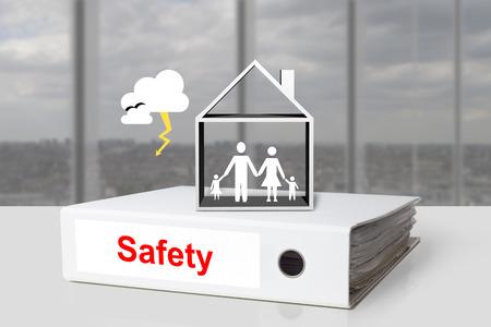 Ligante family office seguridad tormenta casa Foto de archivo - 31092914