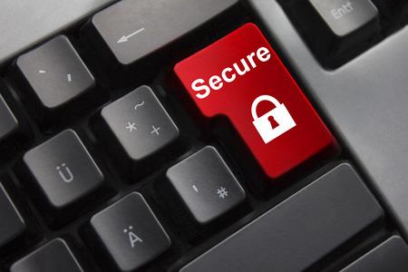 tecla enter: Teclado gris oscuro rojo entra en el botón símbolo de bloqueo seguro