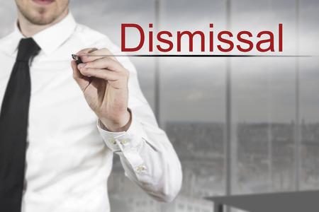 despido: hombre de negocios en la oficina por escrito el despido en el aire Foto de archivo