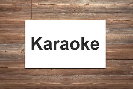 letras musicales: lona blanca que cuelga en la pared de madera karaoke