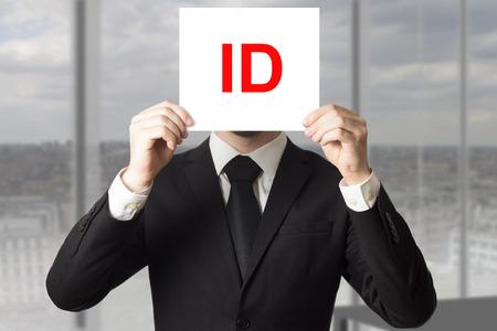 businessman in black suit hiding face behind sign id 版權商用圖片 - 41101828