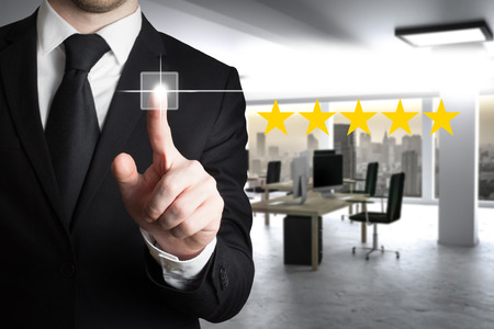 businessman in large modern office pushing virtual button four star review 3D Illustration 版權商用圖片