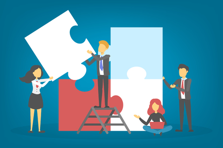 Mensen uit het bedrijfsleven houden een puzzelstukje vast. Teamwork en partnerschap concept. Jigsaw als symbool van verbinding en succes. Twee mannen werken samen