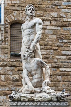 Hercules & Cacus statue on the background of Palazzo Vecchio in Piazza della Signoria in Florence Banco de Imagens