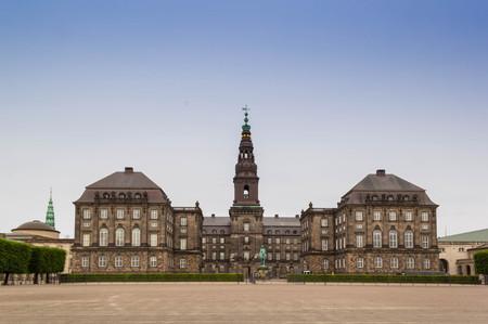 Vue de face du palais de Christiansborg, le parlement danois, à Copenhague, Danemark