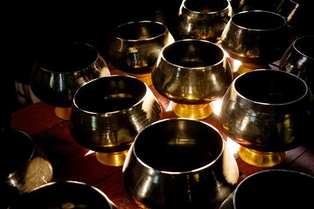 limosna: Monks alms bowl