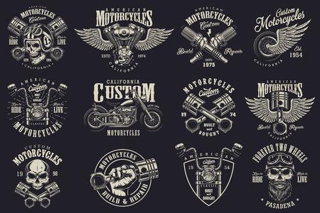 Conjunto de emblemas de motocicletas personalizados vintage, etiquetas, insignias, logotipos, impresiones, plantillas. Capas, aislado en fondo oscuro Easy rider Foto de archivo - 85245624