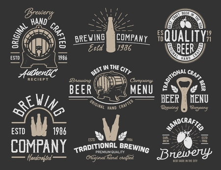 Set emblems with beer objects. Vintage monochrome style. Vector illustration. Stock Illustratie