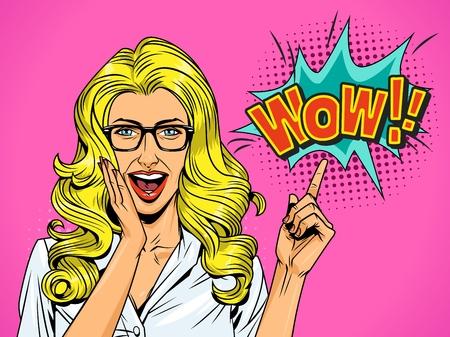 Pop-Art ziemlich überraschtes blondes Mädchen mit Brille und offenem Mund, der auf komische Sprechblase zeigt Wow-Wortlautvektorillustration Vektorgrafik