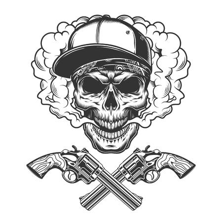 Crâne de bandit monochrome vintage portant une casquette de baseball et un bandana dans un nuage de fumée avec des revolvers croisés illustration vectorielle isolée