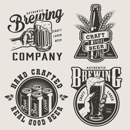 Brasserie monochrome vintage imprime avec des boîtes de conserve en métal, des oreilles d'orge, des mains masculines tenant une chope de bière et une illustration vectorielle isolée en verre