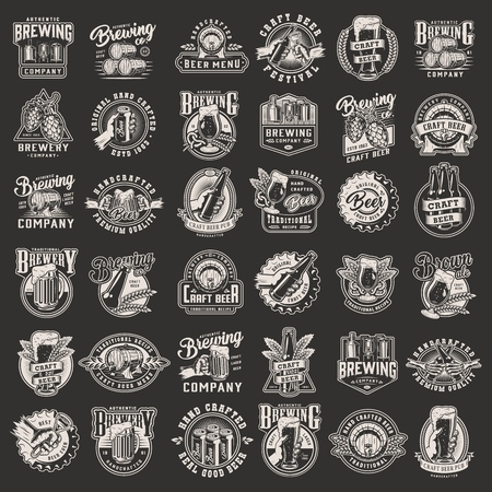 Vintage monochrome Brauereidrucke mit Biergläsern Tassen Flaschen Metalldosen und Kappen Holzfässer Hopfenzapfen Weizenohren Braumaschine Flaschenöffner isolierte Vektorillustration Vektorgrafik