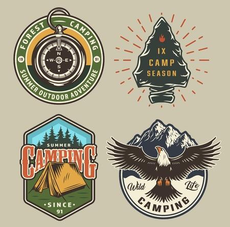 ビンテージキャンプカラフルなエンブレム、ナビゲーションコンパス石器ワシテントの森と山の孤立したベクトルのイラスト