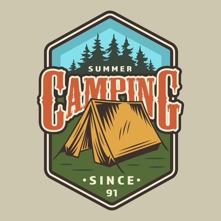 ビンテージ キャンプ カラフル な バッジ とテント の森の風景分離ベクトルイラスト