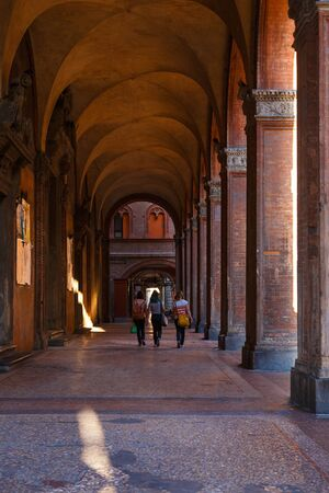 An archways in Bologna. General view of the downtown streets. Emilia-Romagna, Italy Standard-Bild