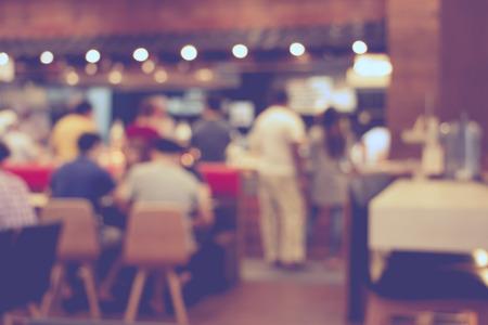 centro comercial: imagen borrosa de un centro comercial y la gente