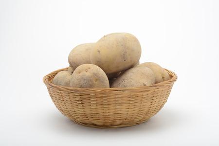 Patatas en una cesta Foto de archivo - 66260430