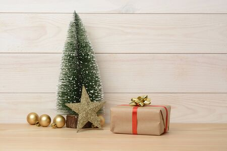 Gift box on wooden white background, white wood and ornaments for christmas Stockfoto