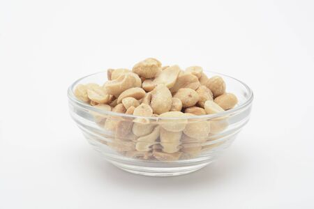 Roasted and salted peanuts in a glass bowl Stockfoto