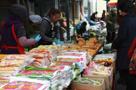 tradespeople: Traditional market in south korea