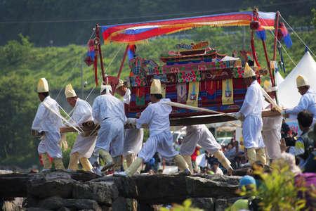 traditional festivals: Fiestas tradicionales en corea del sur, funeral tradicional, nongdari Editorial