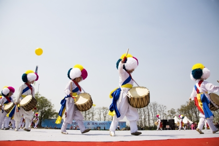 traditional festivals: Traditional festivals in south korea,Pungmullori   Editorial