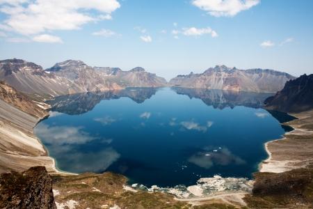 韓国では、白頭「山」美しい山々